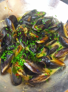 mussels in white wine saffron broth2